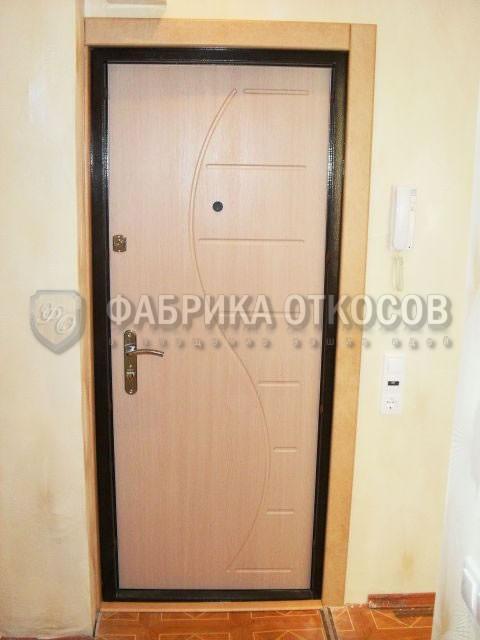 двери входные со светлой внутренней отделкой